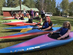 Aktiviteten skedde på ån vid dansbanan mitt i Sundborn och var ett samarbete mellan skolan och Sundborns kanotklubb.