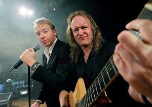 """I december kommer komikern, trollkarlen och sångaren Håkan Berg till Stadshuset i Sundsvall tillsammans med sin sidekick, pianisten och gitarristen Micke Svahn. De kommer att bjuda på bred underhållning med komik, musik och magi i """"En helt suverän show"""".Foto: Håkan Humla"""