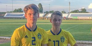 Allsvenskan kan bli svårt – men spel i U17-landslaget hoppas Stenshagen fortfarande på i år. Här tillsammans med Albin Palmlöf (t.h.) efter en U17-landskamp mot Ungern tidigare i år.