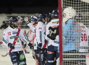 Edsbyjubel efter 1–0-målet från Simon Jansson, men så mycket mer blev det inte att hurra för. Efter en fin period och idel storsegrar tog det stopp mot Bollnäs.
