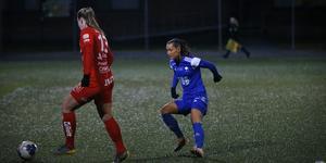 Emilia Andersson jagar sin gamla lagkamrat Maja Regnås.