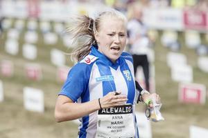 Anna Närhi leder D21 Elit med över fyra minuter.