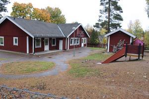 I januari 2017 flyttade barn och personal från Gamla bergets förskola till nyöppnade Slättaskogen.