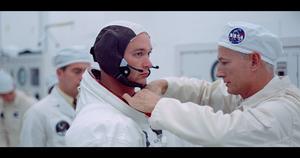 Buzz Aldrin görs färdig för avfärd. Foto: Biografcentralen