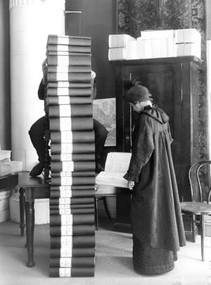 Totalt fick insamlingen in 351 454 namn som samlades i 30 band och överlämnades av Elin Wägner till Sveriges riksdag 1914. Foto: Stadsmuseet i Stockholm.