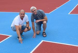 Emil Båtmästar och Mats Eriksson känner på banorna i kast- och aktivitetsområdet.