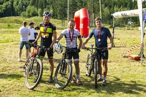 Topp tre i herrarnas Bolleloop, i mitten vinnaren Magnus Palmberg.