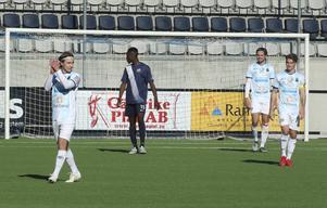 Adrian Bjelkendal Haaranen tackar publiken. Och publiken tackade honom efter hans två mål i 3–0-segern mot Rynninge.