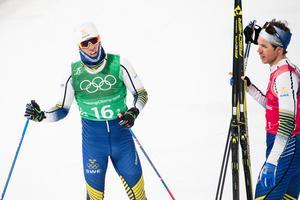 Calle Halfvarsson och Marcus Hellner efter finalen i herrarnas sprintstafett. Bild: Petter Arvidson/Bildbyrån.