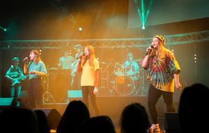 Även reggae i form av Bob Marley hanns med – av Ellentin Ekhem, Karin Andersson och Emelie Ahlgren på sång.
