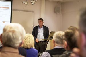 Ilija Batljan berättade om Samhällsbyggnadsbolaget för Aktiespararna i södra Hälsingland.