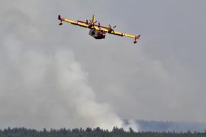 När de italienska vattenbombflygplanen tog sig an branden på Älvdalens skjutfält gav det resultat.