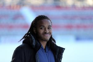 Baptistes mål är att lära sig svenska. Redan nu har han lärt sig en viktig ÖFK-glosa: eljest.