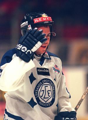Robert Burakovsky avslutade sin andra sejour i Leksand efter degraderingen ur elitserien 2001. Ett beslut han ångrar än i dag.