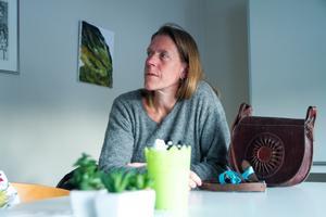 Alla kan känna igen sig i att livet haltar ibland. Att skriva är ett sätt att möta det mörka förklarar kursledaren och författaren Viveka Sjögren.