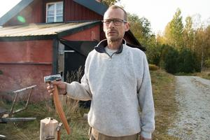 Skaftet till den här släggan blev en smula böjt, eftersom träbiten det är tillverkat av också var lite böjd. Då fick skaftet följa med träets ådring.