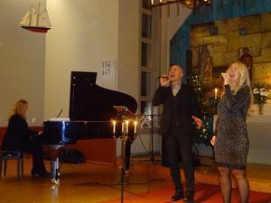 I Trio of Joy ackompanjeras Caroline & Robert Sedin av pianisten Ida Linné.