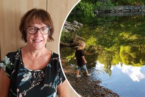 Annelie Greén från Arboga vinner augusti månads trisslotter med sin bild på barnbarnet Gastons skodopp i Alvikssjön.