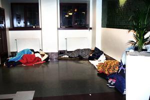 Så här kan det se ut på Centralstationen på morgonen. Den har blivit värmestuga och sovsal för stans hemlösa.
