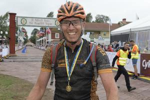 Lars Eriksson förste cyklist i mål.