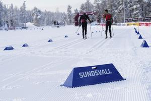 Åkarna är på plats och under tisdagen testades spår, snö och olika varianter på vallor.