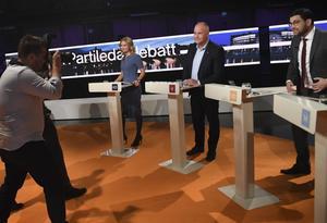Ger partiledardebatterna på tv väljarna mer insikt om de olika partiernas politik än de hade tidigare?