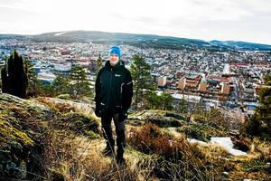 Grön februari på Norra berget och överlag en snöfattig vinter. Här tipsade Anders Erlandsson, frilufsstrateg på Sundsvalls kommun, om förutsättningarna för att ta sig ut i skog och mark. Fotodatum: 2017-02-17