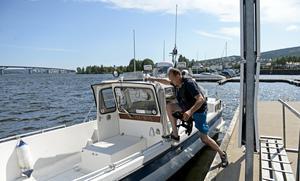 Sjötaxin hämtar oftast sina kunder vid piren i Inre hamnen i centrala Sundsvall. En tur från hamnen till Vindhem kostar 800 kronor enkel väg.