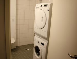 Varje lägenhet är utrustad med bland annat tvättmaskin och torktumlare.
