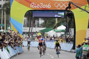 Anna van der Breggen var den som fick jubla efter målgången då hon var först över mållinjen.