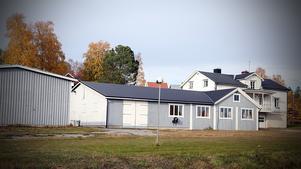 Kommunägda Kiab har inlett en försäljning av gamla skofabriken och byggnaden där profilen Kåge Wästerlund bodde.