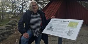 Karin Heissenberger, ordförande i Furusunds kulturförening vid kvarnen som nu ska bli elbelyst.
