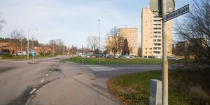 Längs med Birkavägen ville några villaägare att kommunen skulle ta bort så kallad prickmark så att de skulle kunna stycka av sina tomter. Kommunen går dem halvvägs till mötes, prickmarken försvinner men avstyckningen förhindras.
