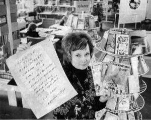 1975 toppade backes bibliotek utlåningsstatistiken i Strömsunds kommun. Inga Byström  satte upp affischer för att locka ännu fler till biblioteket på Bibliotekens dag 15 november detta år.