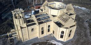 Här byggs den rysk-ortodoxa kyrkan.