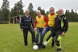 Torbjörn Rönning, Jarle Mosshäll, Inge Olsson och Bengt-Arne Halvarsson på Drevdagens fotbollsplan.