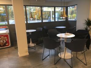 På Skärgårdsmacken i Furusund kan man fika och värma sig.