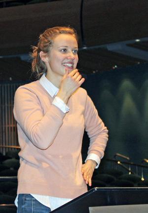 Giedrė Slekytė känner sig hemma med Gävle Symfoniorkester.  Bild: Kerstin Monk