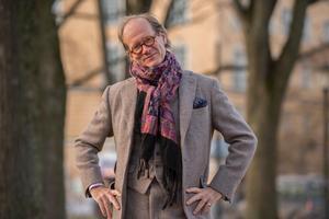 I januari 2016 blev Johan Hakelius chefredaktör på nyhetsmagasinet Fokus. Numera är han politisk chefredaktör.
