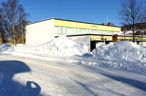 Åkersviks idrottshall rivs, enligt förslaget. Istället byggs en byggnad som rymmer två hallar i området.