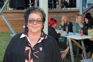 Pia Lindberg från Gävle hade husvagnen i Årsunda och brukar passa på att åka till allsången.