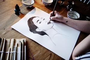 Anna har alltid målat mycket. För henne är det ett sätt att få en paus och ladda om.
