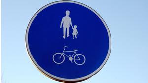 Flera gång- och cykelvägar i Mora kommun stängs av på grund av den höga vattennivån i Siljan.