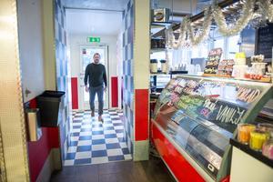 Flavors prisade glass lockade många till Njurunda. Efter konkursen i slutet av november är restaurangen stängd. I onsdags köpte fastighetsägaren Stefan Berglund inventarierna för att kunna styra över vem tar vid.