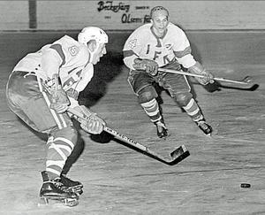 IFK-legenden Arne Fallqvist var lagets största stjärna under 50-talet och 60-talet. Till höger Börje Neuman.