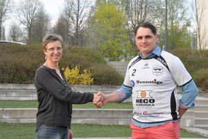 Värnamo IK:s tränare Deniz Nilsson, till höger, kan räkna in två nya spelare i laget. Här tillsammans med Eva–Lena Wass Palmgren.