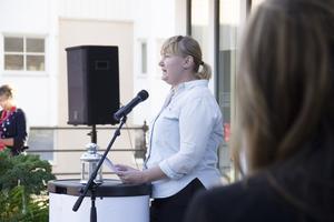 Elin Lundgren, S, vid manifestationen mot kvinnovåld i Ockelbo i augusti.
