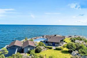 Fri utsikt mot Ålands hav väntar de nya ägarna till huset i Kvarnsand utanför Grisslehamn. Foto: Fisheye foto