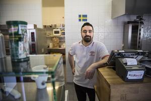 Mehmet driver en pizzeria några hundra meter från den kommande kiosken.