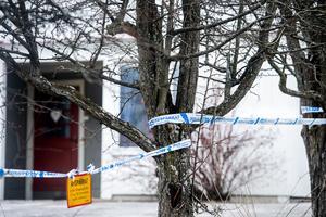 Bostaden där kvinnan hittades död var avspärrad i flera dagar efter det mordet.